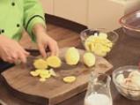 Картофен огретен с гъби и праз лук