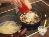 Картофен огретен с гъби и праз лук 5