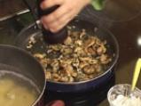 Картофен огретен с гъби и праз лук 7