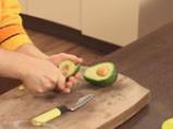 Пюре от авокадо със сьомга