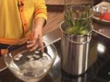 Салата от аспержи с краставици и пресен лук