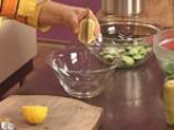 Салата от аспержи с краставици и пресен лук 6