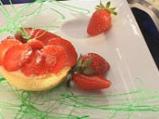 Торта с извара и ягоди