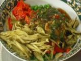 Грахова салата с кисели краставички 3