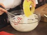 Торта с извара и ягоди 4