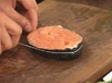 Торнедо от сьомга със сметаново-лучен сос и бекон