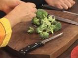Пиле с броколи, задушено в масло 3
