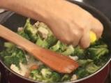 Пиле с броколи, задушено в масло 5