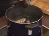 Задушен октопод с маслини, кедрови ядки и домати