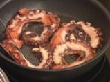 Задушен октопод с маслини, кедрови ядки и домати 3