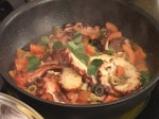 Задушен октопод с маслини, кедрови ядки и домати 7
