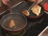 Филе от пуйка с патешки дроб и сос от черен шоколад 2