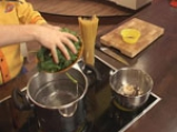 Спагети със зелен сос и сирене 3