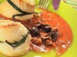 Рибни рулца с доматен сос и маслини