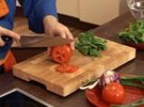 Спаначена салата със сирене и малинов винегрет 3