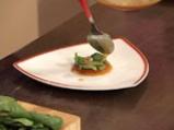 Спаначена салата със сирене и малинов винегрет 5