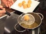 Салата от рукула и марули с карамелизирани орехови ядки 3