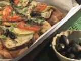 Пиле на плоча със зеленчуци