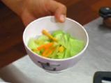 Сечуанска зеленчукова салата с фъстъчен сос 4