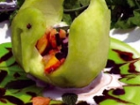 Плодова салата в пъпешов лебед