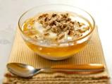 Кисело мляко с мед и ядки