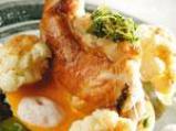 Запечено заешко бутче върху сос от червени чушки с карфиол 4
