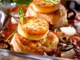 Пуешко филе с доматен сос и маслини