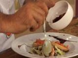 Камембер в билки, поднесен с брускети и микс от зелени салати 5