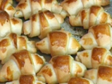 Кифлички с мая и сирене