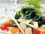 Салата от рукула, чери домати и прясн...