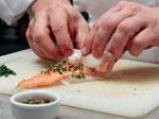 Ароматни рулца от риба треска със сьомга и горчичен сос