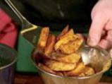 Варено-пържени картофи с подправки 2