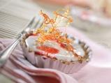 Маслени кошнички с ягодов чийзкрем