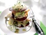 Зеленчукова салата с царевица и орехо...