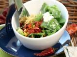 Зелена салата със салца от царевица и...