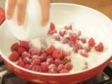 Сладолед с горещи малини