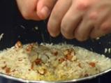Пълнени чушки с телешко върху бадемов пилаф 5