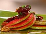 Салата от червено цвекло със зелени ...