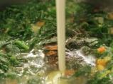 Спаначена крем супа със синьо сирене 4