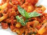 Черен корен с доматен сос