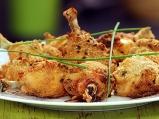 Панирани с майонеза пилешки бутчета