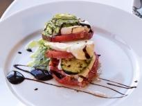 Салата от тиквички и домати с моцарела