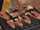 Котлети от шаран със сос от чушки и карамелизиран лук 3