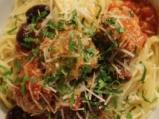 Спагети с кюфтета и доматен сос 9