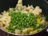 Къри с карфиол, картофи и грах 2