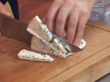 Картофена салата с бекон и синьо сирене 2