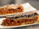 Печена скумрия с моркови и маслини