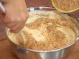 Морковен кейк с орехови ядки и стафиди 2