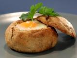 Пълнени хлебчета с яйца и сирене