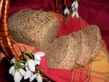 Черен пшеничен хляб с ядки и семена